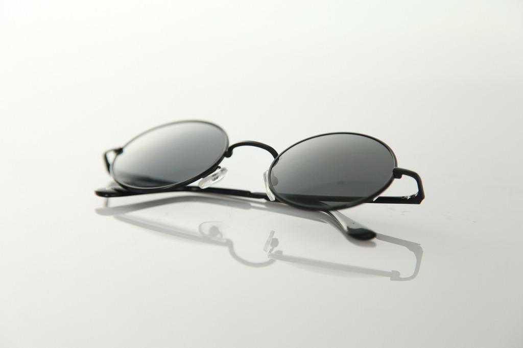 glasses-190971_1280